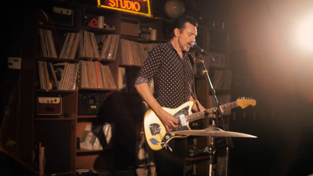 """Image of Something For Kate frontman Paul Dempsey in the video for """"Situation Room"""""""
