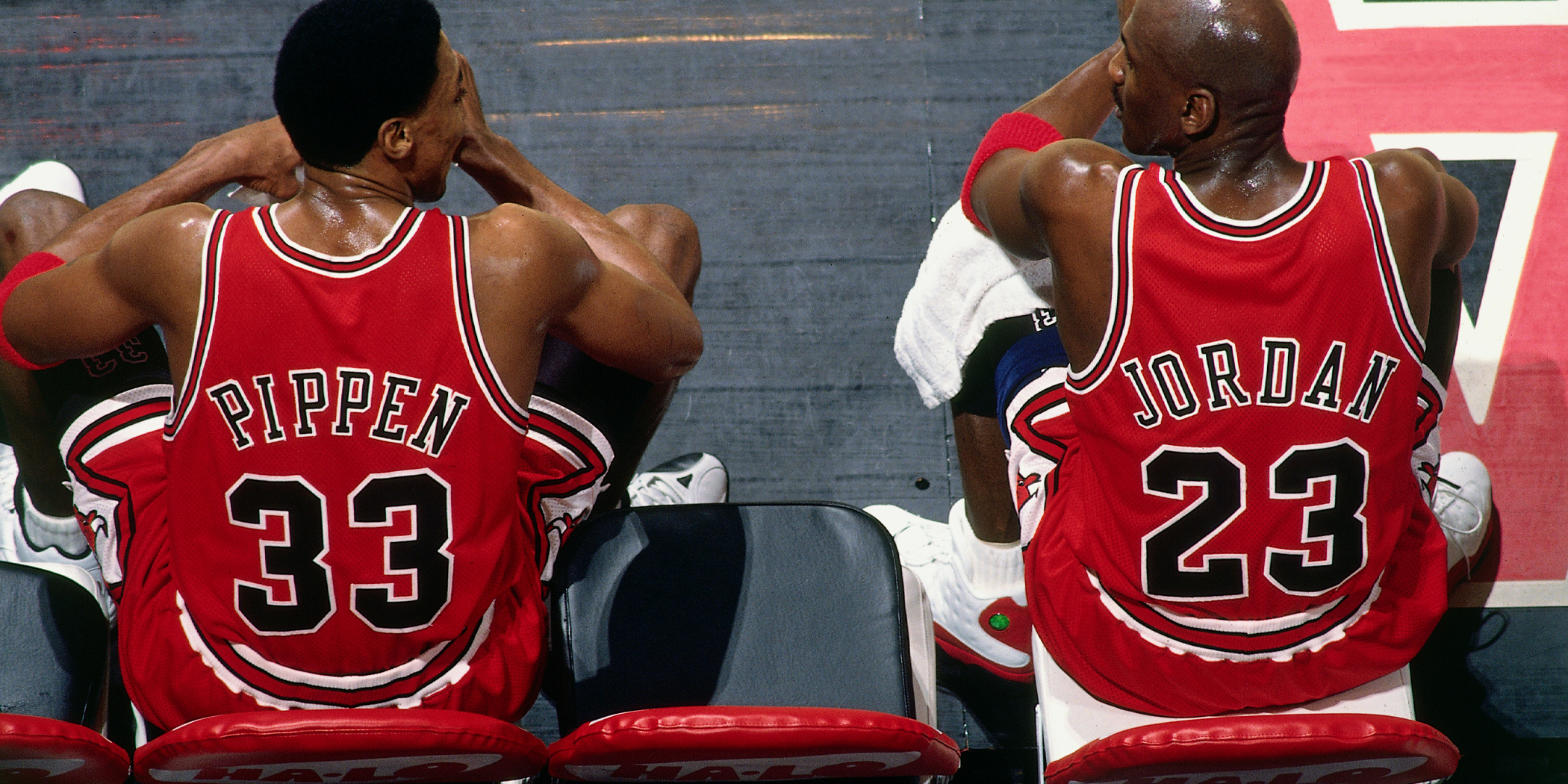 Image of Scottie Pippen and Michael Jordan, two stars of Netflix's 'The Last Dance'